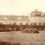 Boční pohled na zámek ve třicátých letech